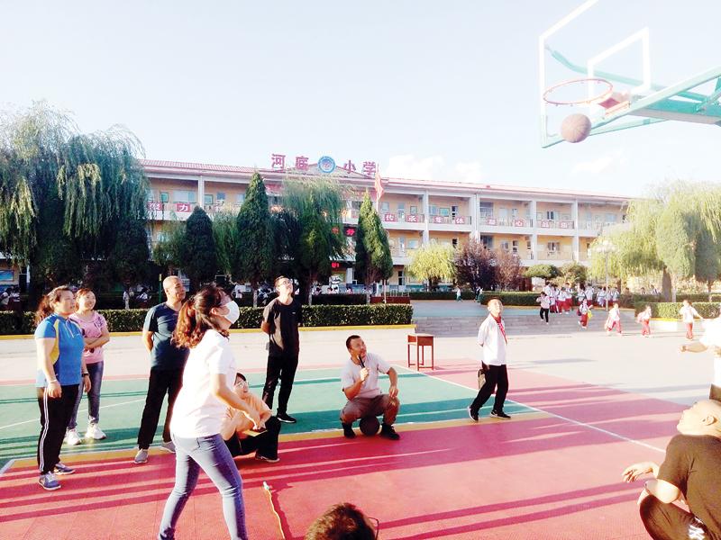 河底小学:多彩活动 庆祝节日