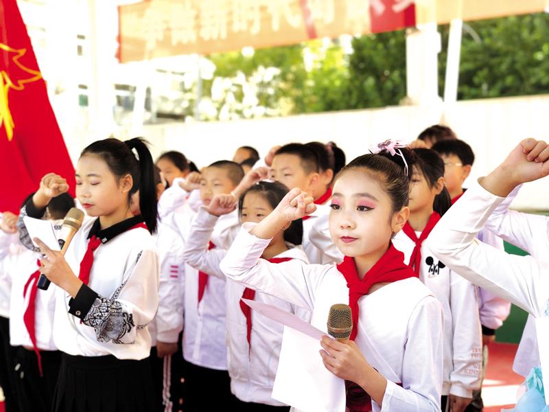 巨兴小学举行主题队日活动,21名学生光荣成为大队委成员