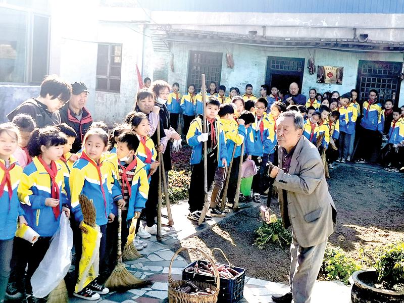 郊区三都小学开展少先队员劳动实践活动