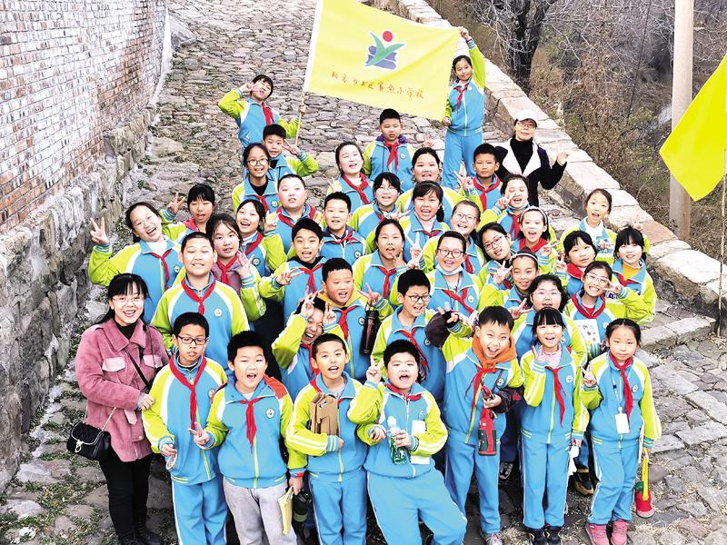 赛鱼小学学生探访银圆山庄