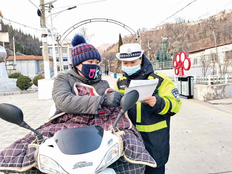 交警一大队深入农村开展交通安全巡回宣传