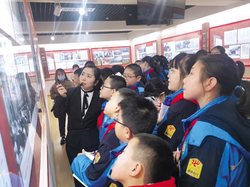 新泉小学组织学生到市档案局党史展览馆参观