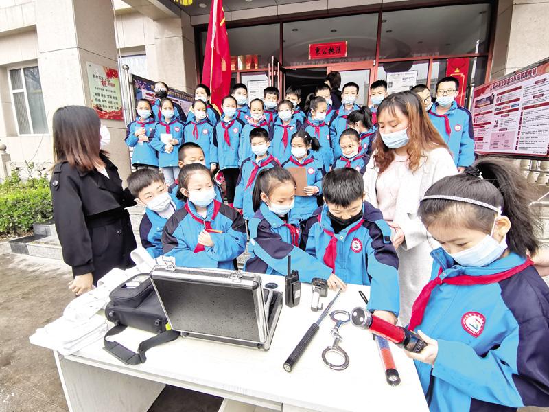 下五渡小学携手交警四大队举办安全教育活动