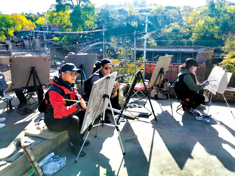 50余名画家在郊区河底镇牵牛镇村