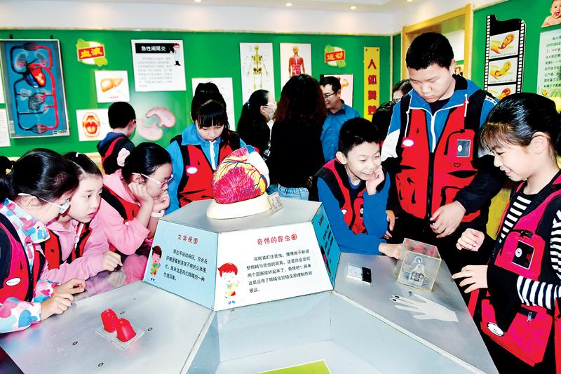 阳泉日报小记者走进赛鱼小学科学宫 感受自然之力 体验科学之美