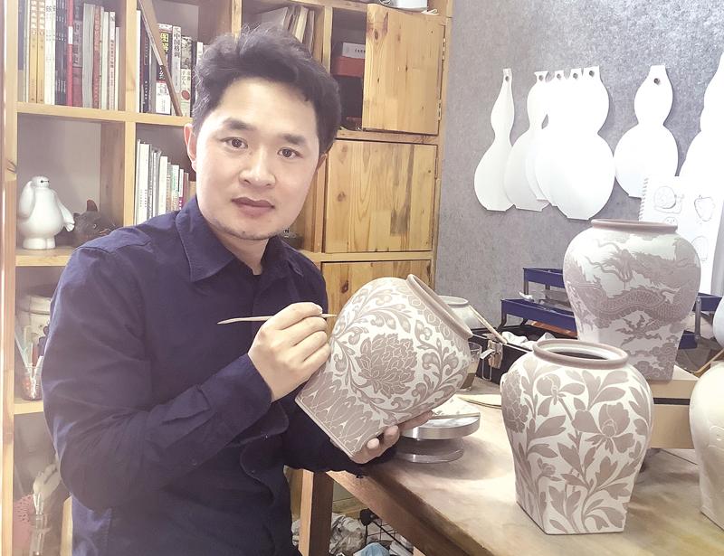 【走向我们的小康生活】黑陶堆塑:陶塑史上的一朵奇葩