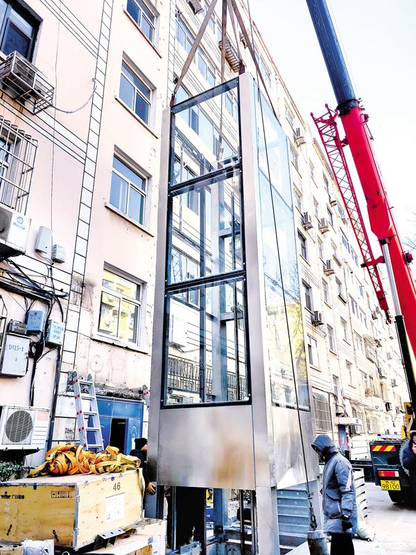 首部装配式电梯亮相月亮湾小区
