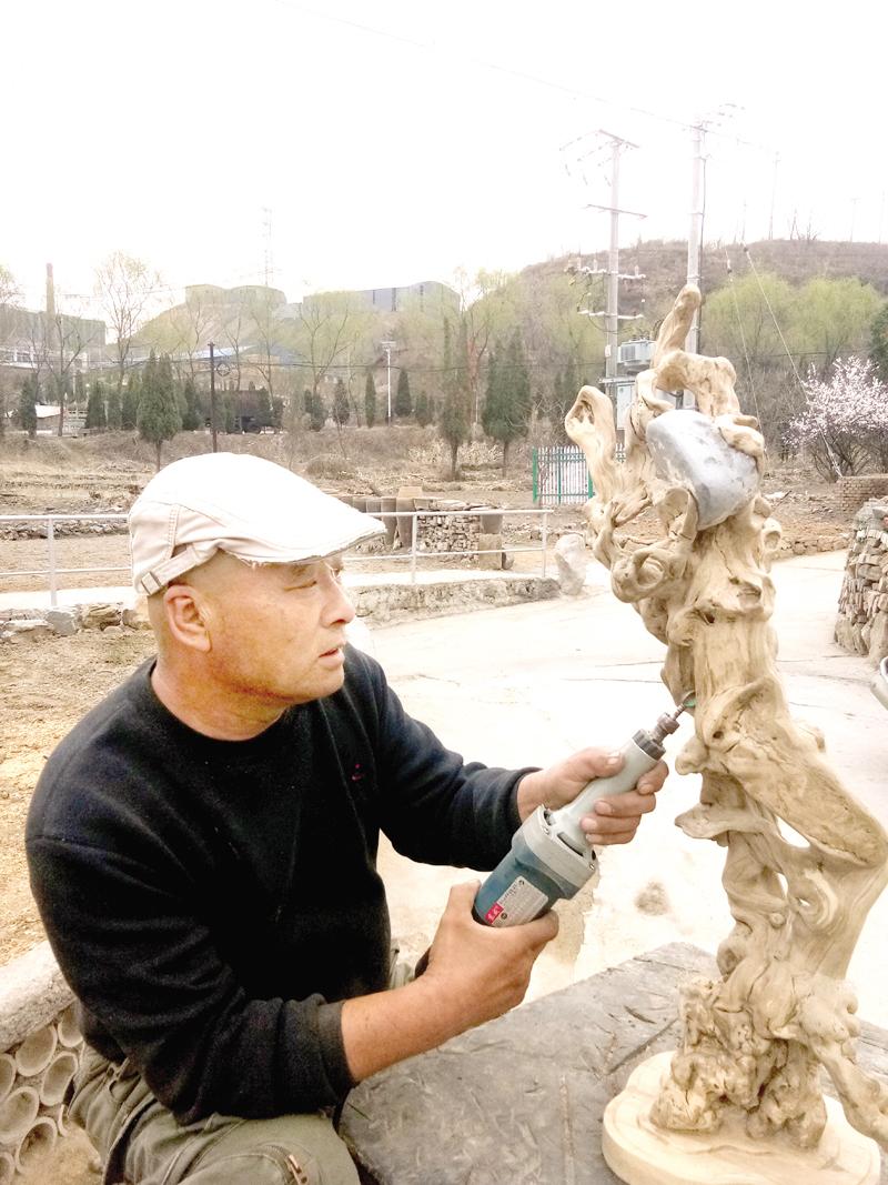 张永红:钻研根雕 收获快乐