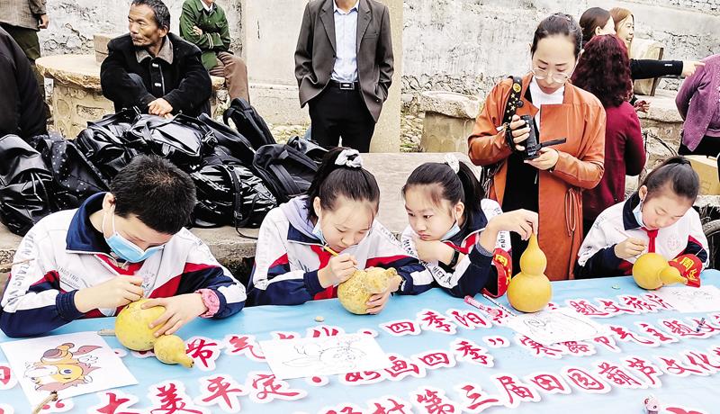 柏井镇甘桃驿村第三届田园葫芦文化节启动