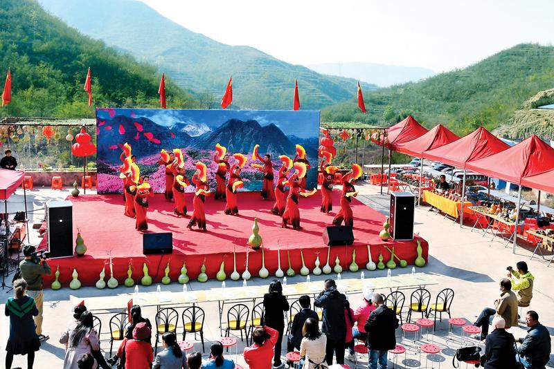 平定县巨城镇首届连庄葫芦文化节开幕