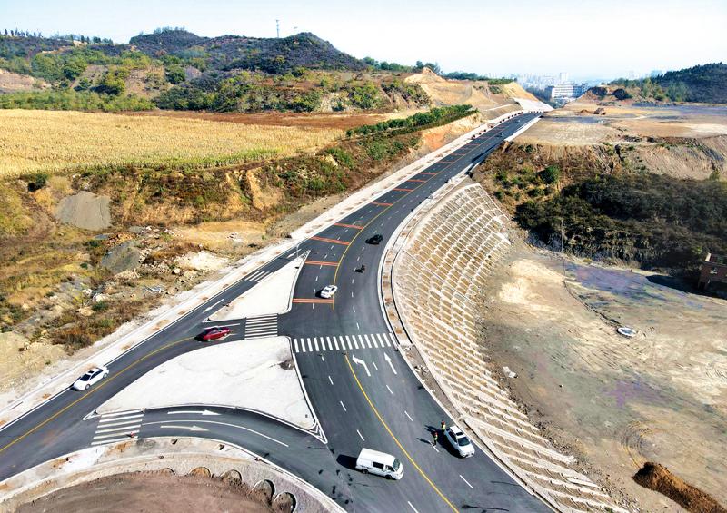 平定县冠山景区采空沉陷区道路治理项目广阳路至聂家庄段工程路基、路面、边坡防护及相应附属工程已基本完成