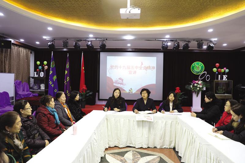 太上街社区党总支组织党员开展了党的十九届五中全会精神宣讲主题党日活动