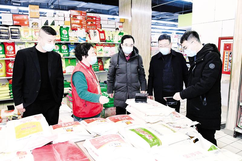 春节将至,市市场监管局对市场价格进行检查