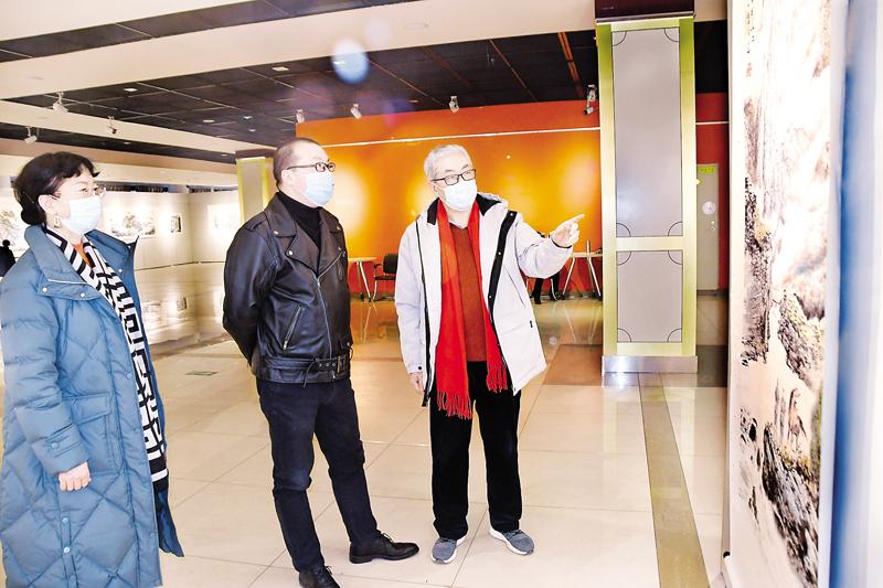 秦秋梅书画摄影作品展在市展览馆举行