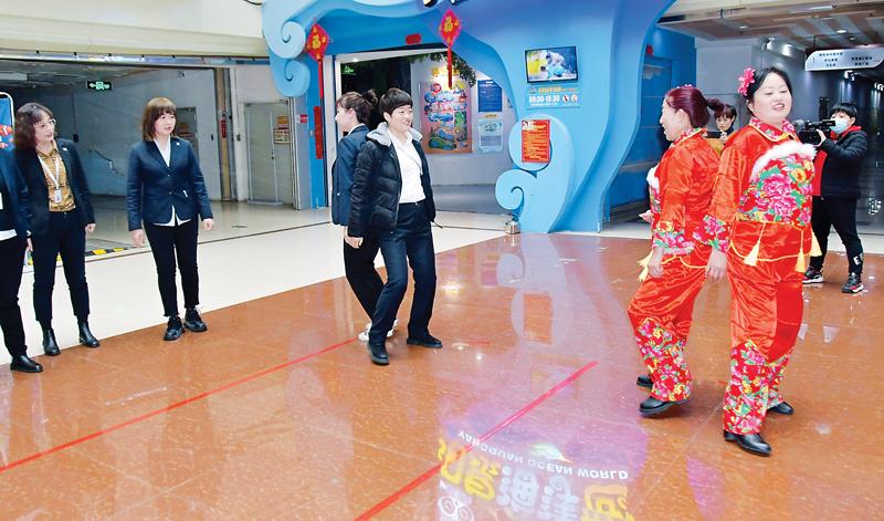 """城区滨河西社区计生协会举行庆""""三八""""趣味运动会"""